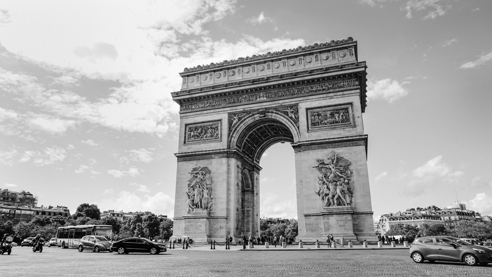 --- The Arc de Triomphe in all her glory.